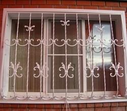 Решетки на окна окрашенные в белый цвет