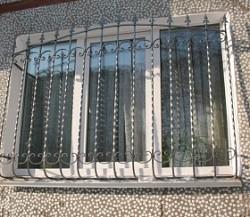 Кованые решетки на окна винтовые с пиками